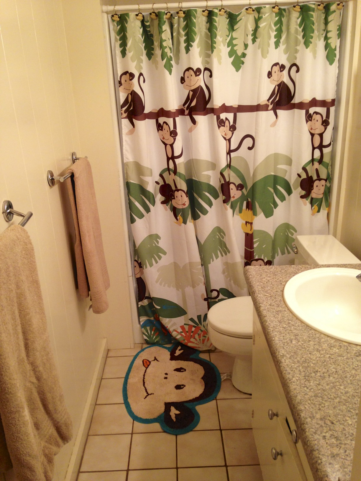 Paia Maui Vacation Rental Bathroom located next to the girls room.