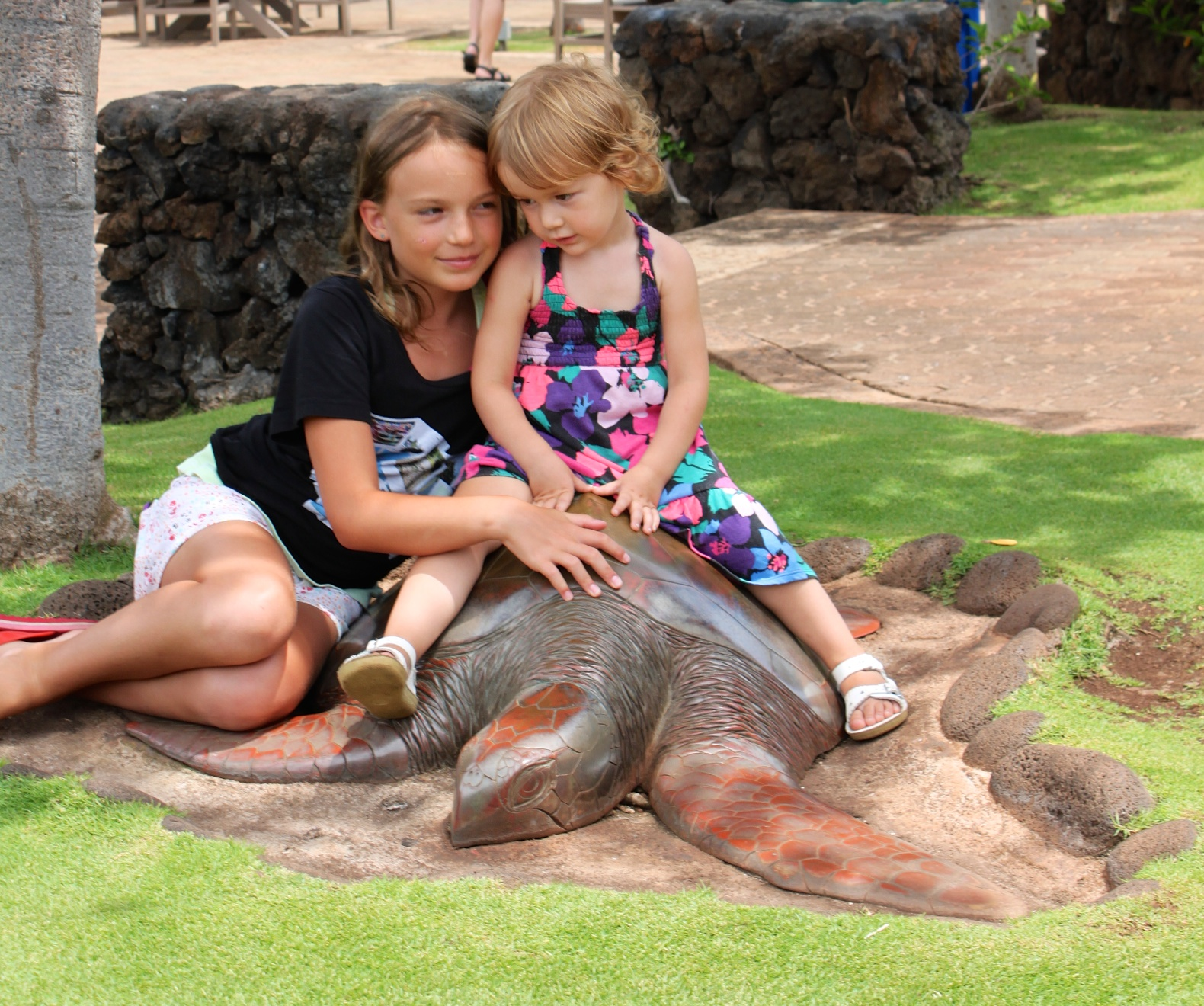 E and M loving each other at Maui Ocean Center